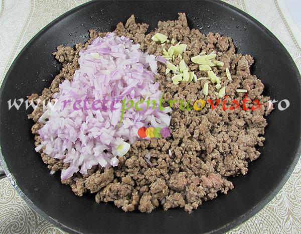 Reteta de paste cu carne tocata - pastitsio - pasul 1