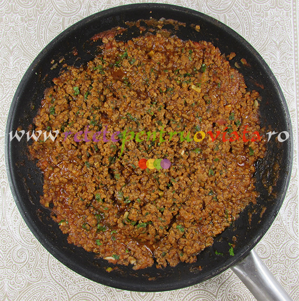 Sos de carne tocata si rosii pentru reteta de paste cu carne tocata pastitsio