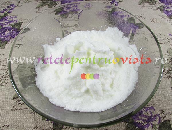 Umplutura pentru cozonaci: albusuri de ou & zahar