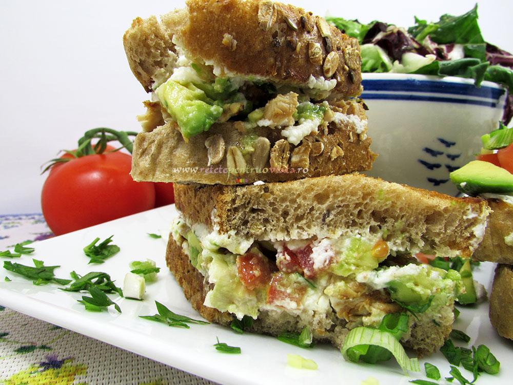 Sandwich cu Pui si Avocado - poza 2