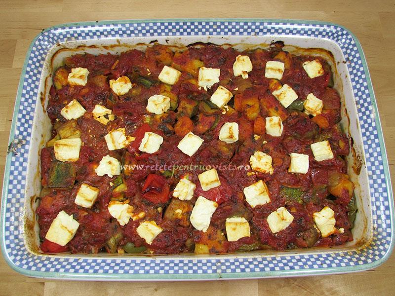Reteta de ghiveci de legume la cuptor cu branza feta - pasul 8