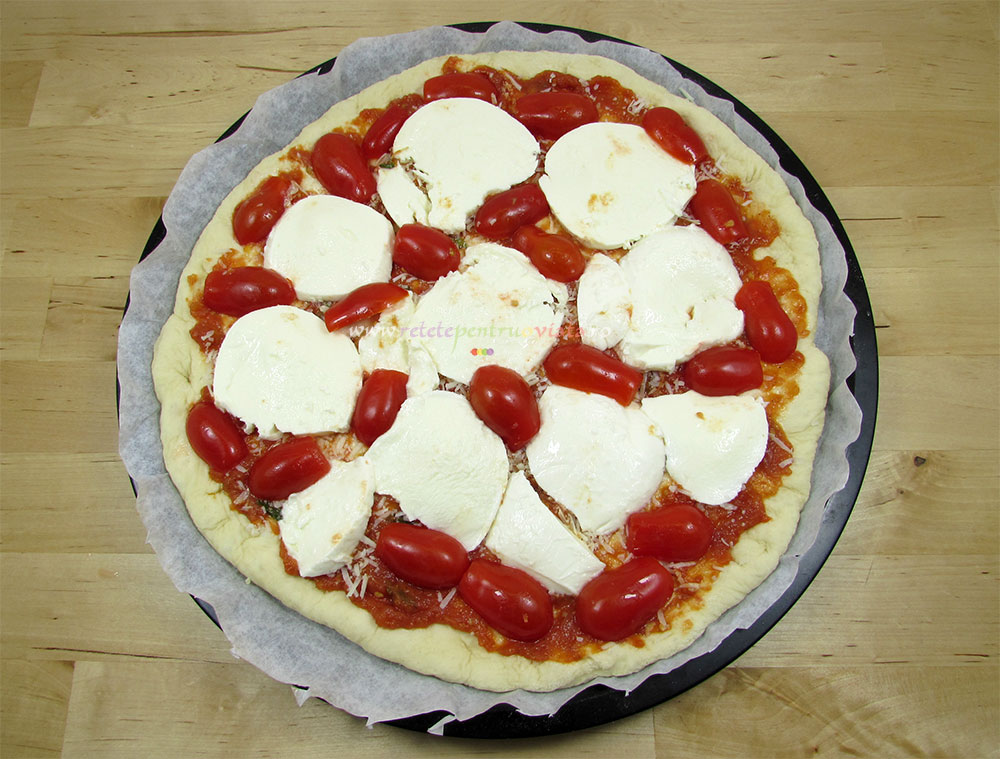 Pizza margherita gata de copt