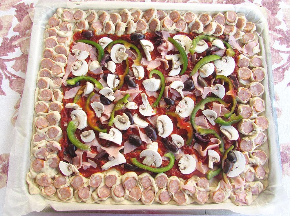Pizza de Casa cu Carnati poza 2