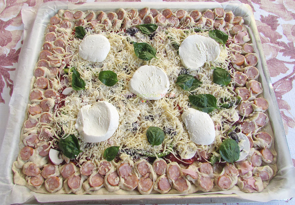 Pizza de Casa cu Carnati poza 3