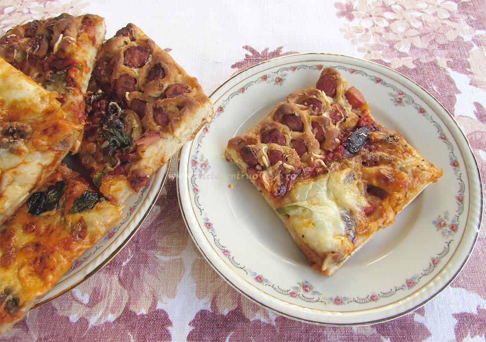 Pizza de Casa cu Carnati poza 5