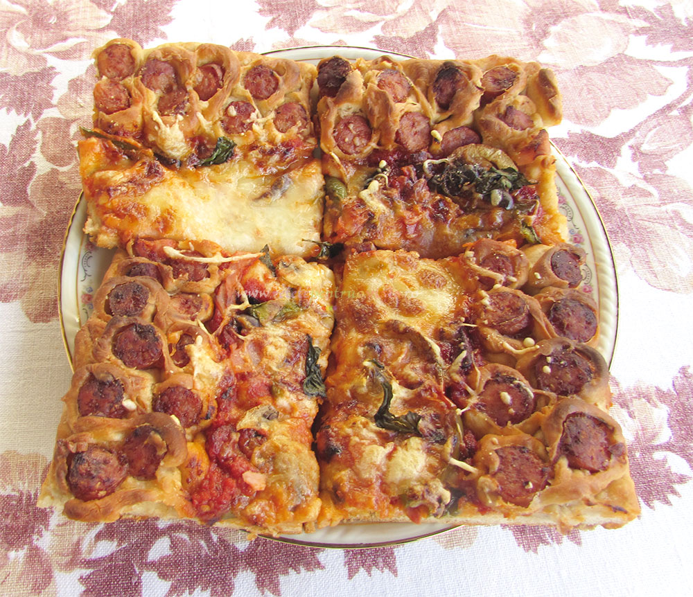Pizza de Casa cu Carnati poza 6