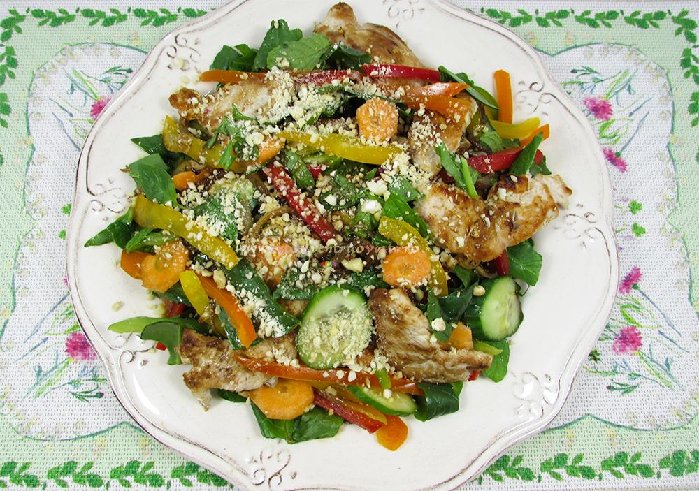 Salata Thailandeza cu Pui si Legume - poza 1