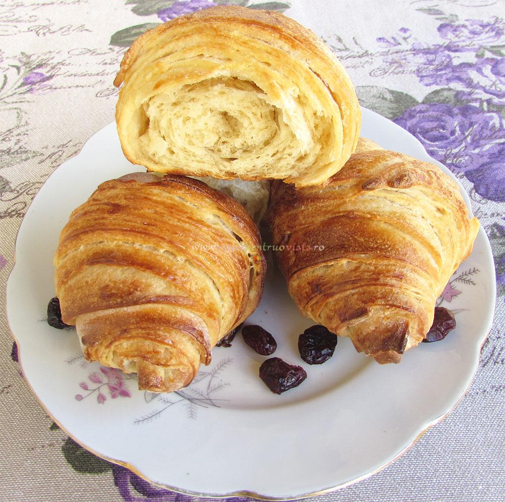 Croissante de Casa cu Unt poza 15