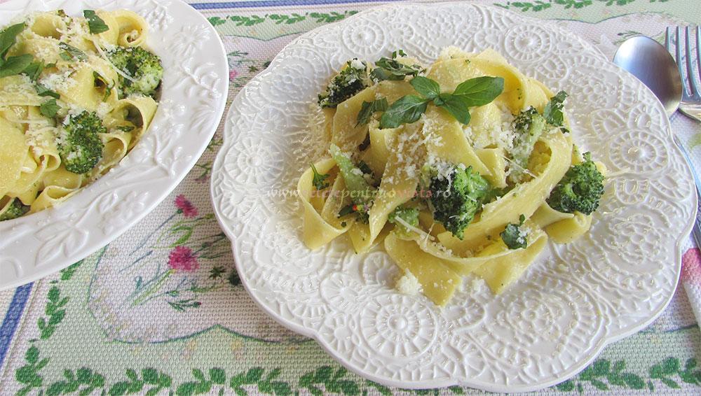 Paste cu Broccoli si Sos de Smantana poza 3
