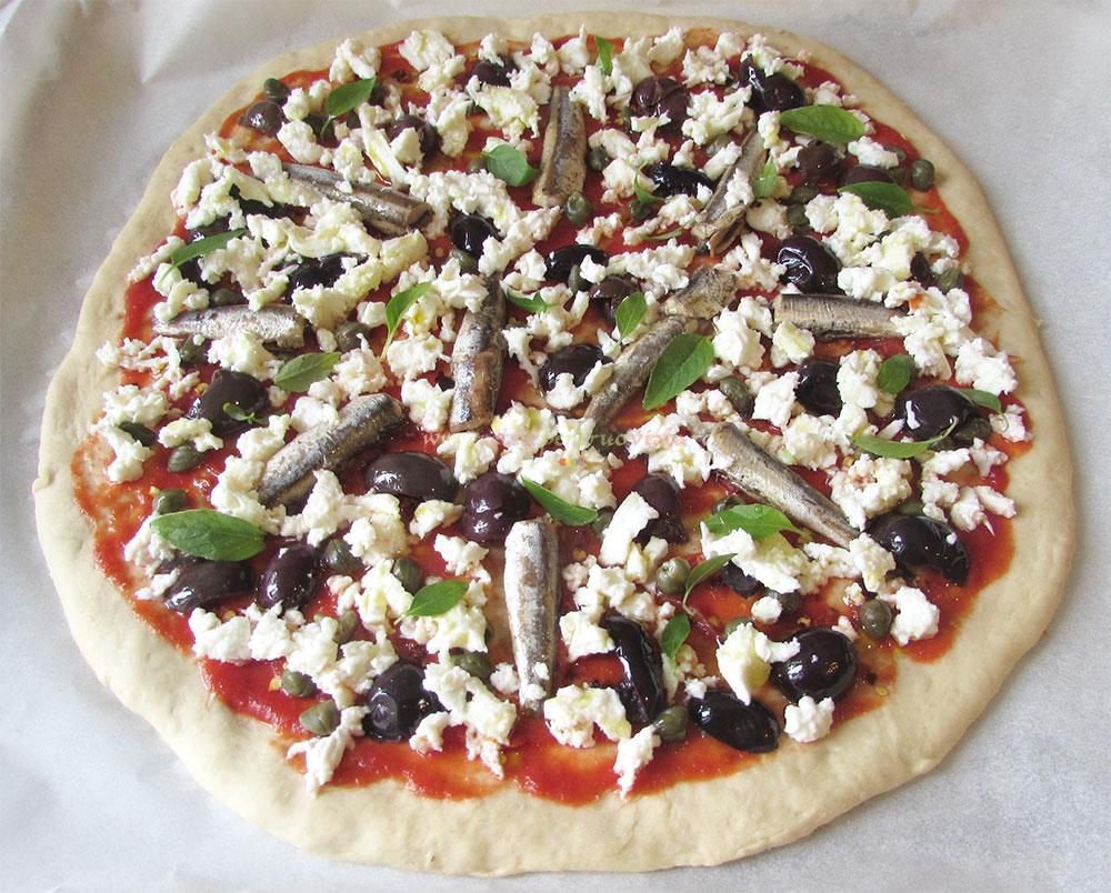 Pizza Arrabiata cu Ansoa si Mozzarela poza 4