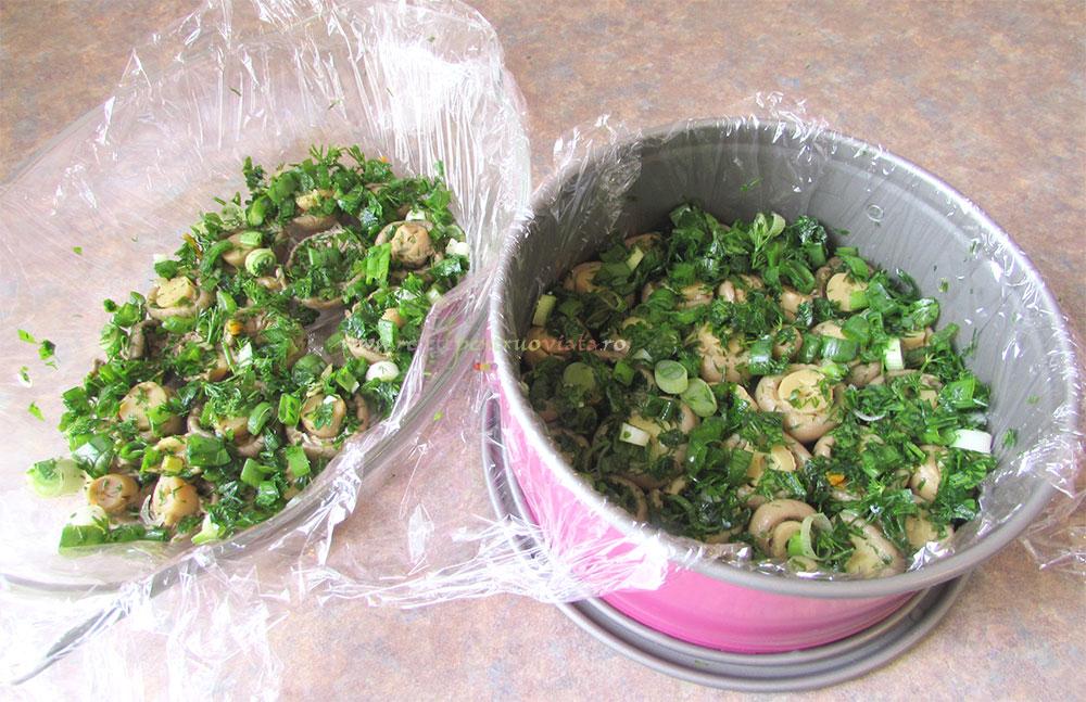 Salata Poienita cu Ciuperci Marinate poza 3